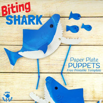Mozgatható szájú papír cápa bábjáték papírtányérból - ötlet gyerekeknek