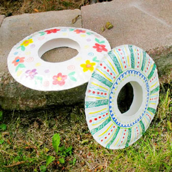 DIY Paper plate frisbee - fun summer craft for kids
