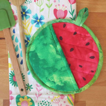 DIY Watermelon potholder (free sewing tutorial and pattern)