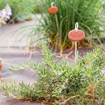 Kerti növényjelölő agyag tábla házilag egyszerűen - kerti dekoráció