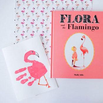 Kézlenyomat flamingó képeslap - kreatív ötlet gyerekeknek nyárra