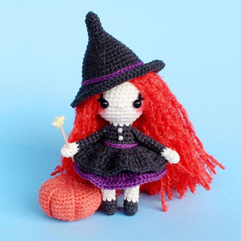 Kicsi amigurumi boszorkány (ingyenes amigurumi minta)