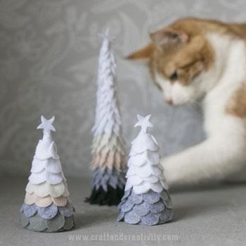 Egyszerű filc karácsonyfa - skandináv hangulatú karácsonyi dekoráció egyszerűen