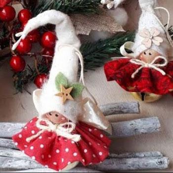 Aranyos csengő testű textil manólány (karácsonyfadísz textilből)