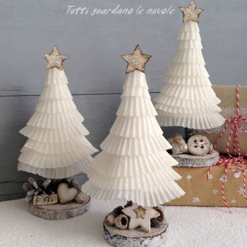 Kávé filter karácsonyfa farönkszeleten - kreatív karácsonyi dekoráció egyszerűen