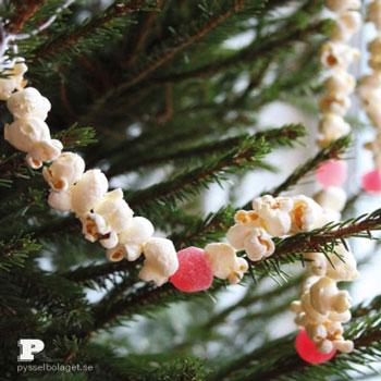 Popcorn füzér (pattogatott kukorica füzér)- kreatív karácsonyi ötlet gyerekeknek