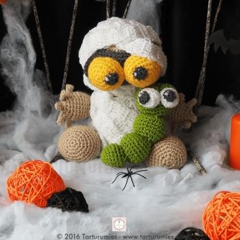 Amigurumi múmia és kukac - horgolt Halloween dekoráció (ingyeens amigurumi minta)
