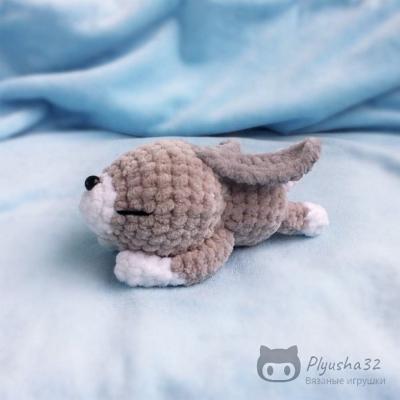 Kicsi puha alvó amigurumi nyuszi (ingyenes amigurumi minta)