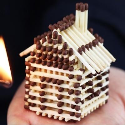 Kicsi gyufa házikó készítése ragasztó nélkül (lépésről-lépésre)