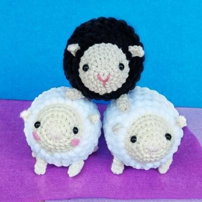 Picur amigurumi bárány kulcstartó (ingyenes amigurumi minta)