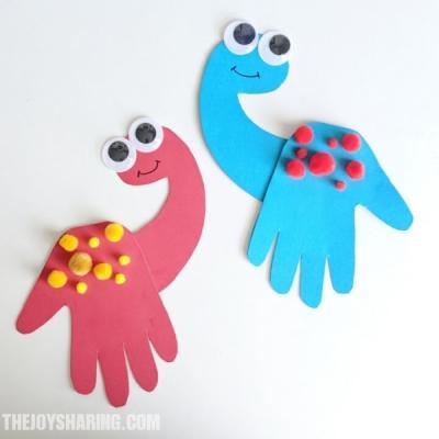 Dinoszaurusz kézkörvonal figura - kreatív ötlet gyerekeknek papírból