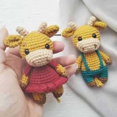 Mini ruhás amigurumi tehén és bika ( ingyenes minta + videó útmutató )