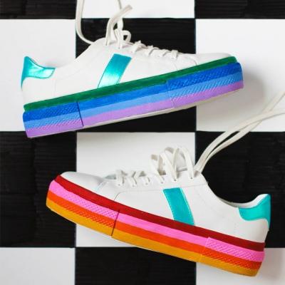Szivárványos cipőfestés - kitisztíthatatlan cipő foltok elrejtése egyszerűen