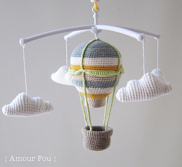 Felhős amigurumi hőlégballon babaforgó (ingyenes amigurumi minta)