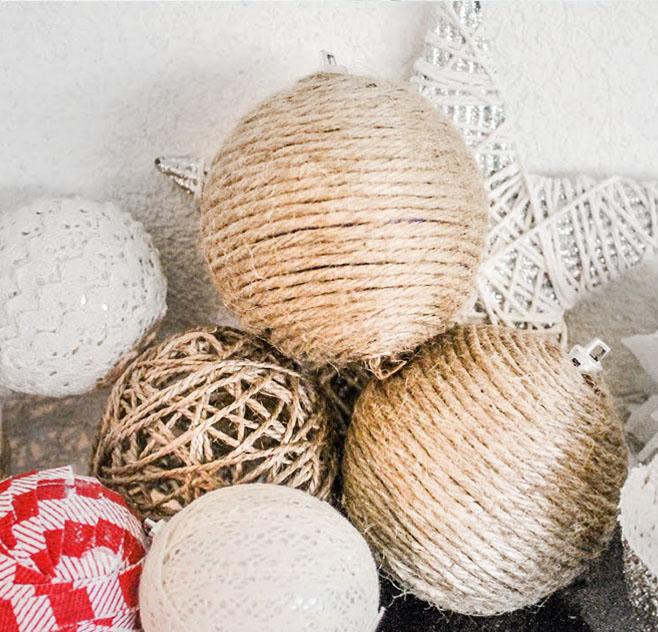 Fonallal körbetekert karácsonyfadísz gömbök - karácsonyfadíszek új ruhában