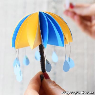 Papír esernyők egyszerűen esőcseppekkel - kreatív ötlet gyerekeknek papírból