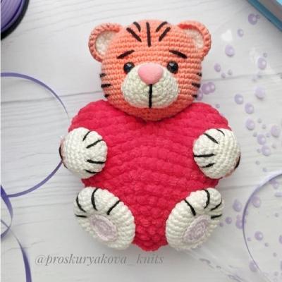 Szívecskés amigurumi tigris - horgolt ajándék (ingyenes minta)