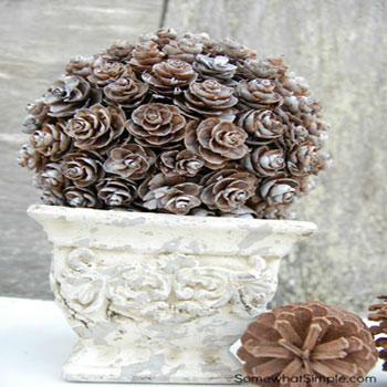 Outdoor winter decoration easily - pine cone topiary