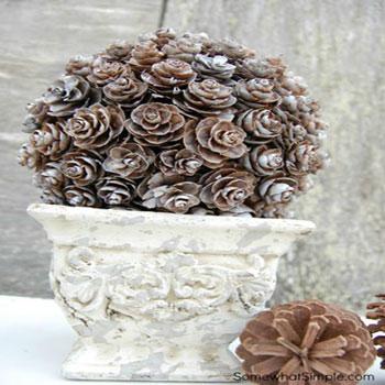 Kültéri téli dekoráció egyszerűen - toboz gömbök