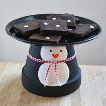 Pingvines sütemény kínáló