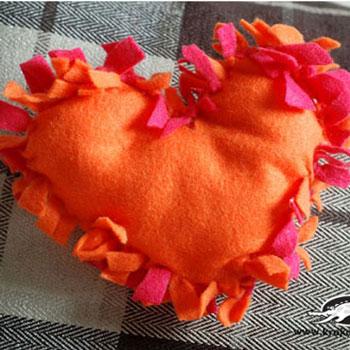 Szív formájú párna varrás nélkül