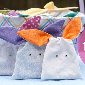 Fülénél megköthető (húsvéti) nyuszis ajándék zsákok (szabásmintával)