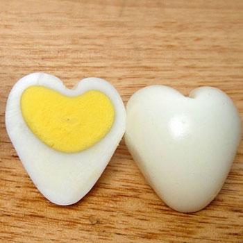 Szív alakú főtt tojások egyszerűen