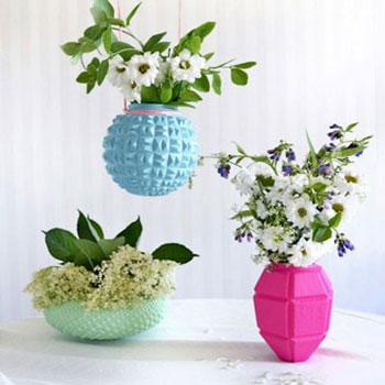 Színes vázák régi üveg lámpaburákból - újrahasznosítás