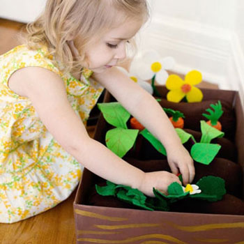 DIY felt toy garden with felt fruits and vegetables