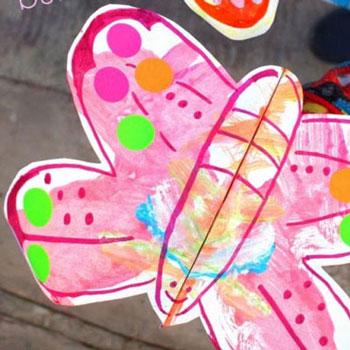 Szálló ( mozgó szárnyú ) pillangók papírból