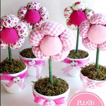 DIY spring centerpiece - plush flowers with pots