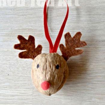 Rudolf rénszarvas karácsonyfadísz dióból - ötlet gyerekeknek