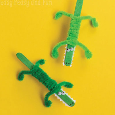 Kids craft - popsicle stick crocodiles with pipe cleaners