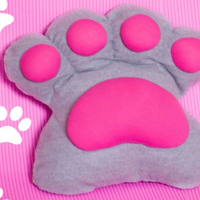 DIY paw pillow from T-shirts