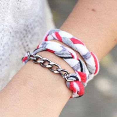 DIY recicled T-shirt bracelet