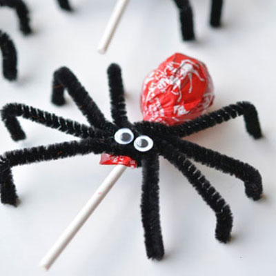 Lollypop spiders - easy and fun halloween treats for kids