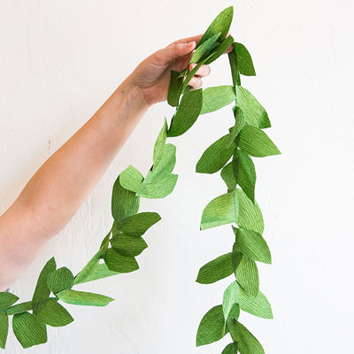 DIY Green paper leaf garland - easy paper decor