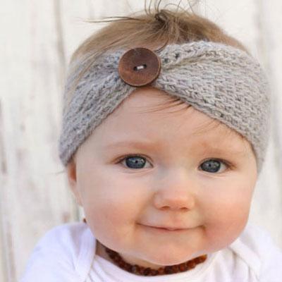 Cozy crochet headband with button (free crochet pattern)