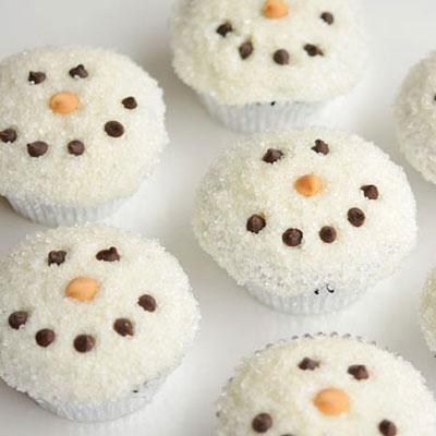 Sugar covered snowman face cupcakes - Christmas dessert