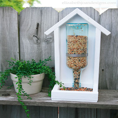 Winter wine bottle bird feeders (with free plan)