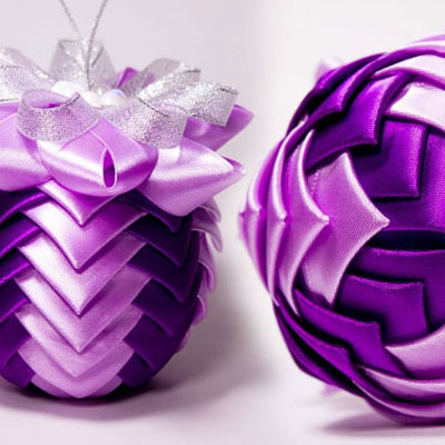Gorgeous ball Christmas ornaments from silk ribbons (kanzashi)