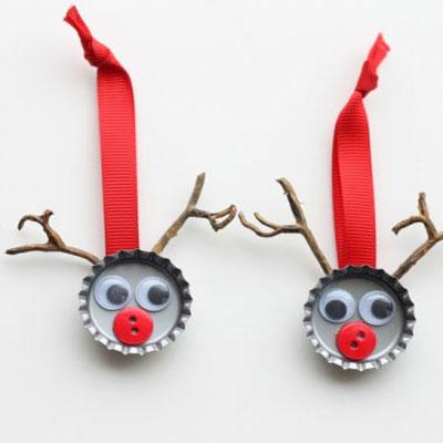 Bottle cap reindeer Christmas tree ornaments - kids craft