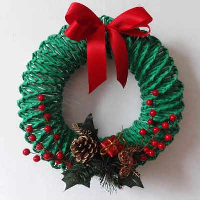 Paper weaved wreaths from newspaper (step-by-step tutorial)