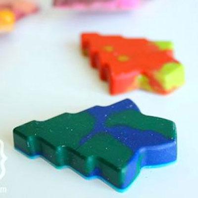 DIY holiday crayons - new life of broken small crayons