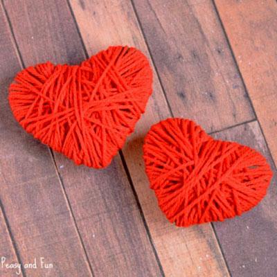 Yarn wrapped cardboard hearts - Valentine's day craft