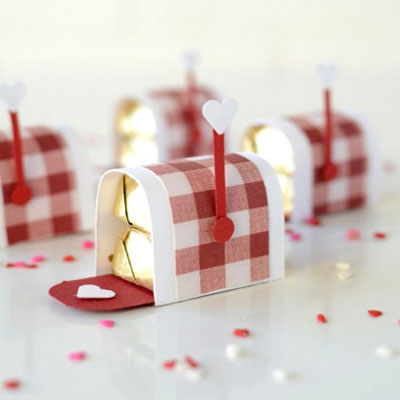 Mini chocholate Valentines mailboxes - romantic gift idea