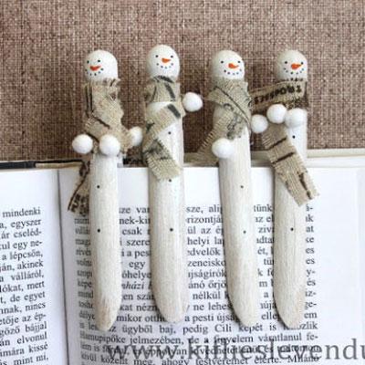 Adorable wooden clothespin snowman bookmarks