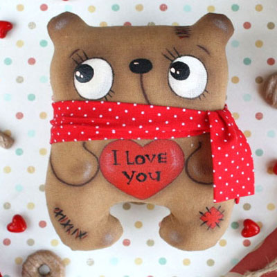 Valentine's teddy bear softie painted with coffee (Free pattern)
