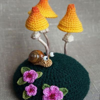 Crocheted amigurumi snail and mushrooms (free pattern)