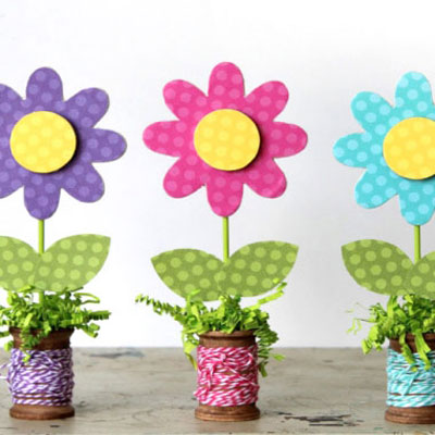 Wooden spool spring flower craft - fun spring decor